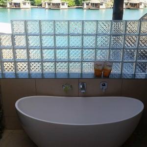 Bath-Tub-with-FB-background